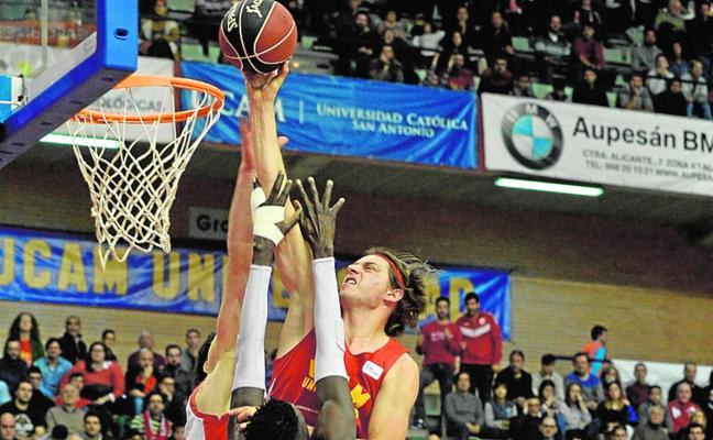 Lukovic pide sitio en el UCAM