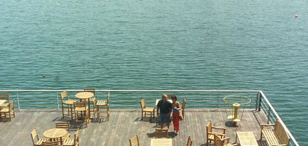 Rescatado con hipotermia un joven ebrio tras lanzarse al agua en el puerto de Cartagena