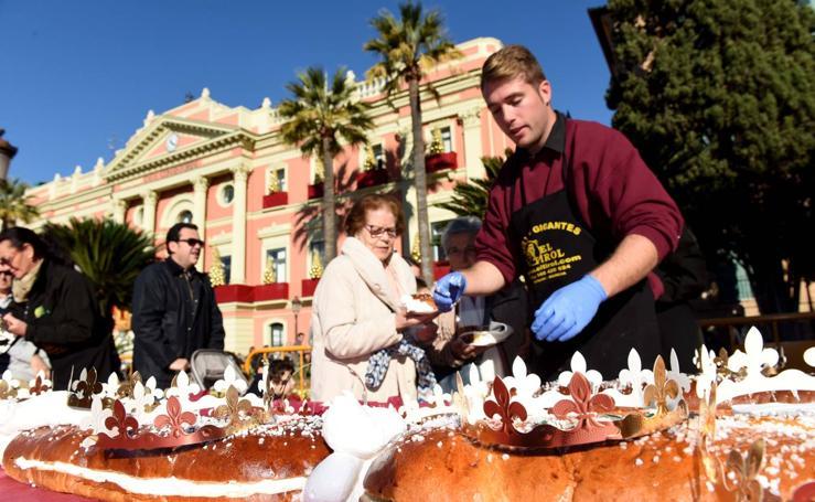Más de 3.000 raciones de roscón para recibir a los Reyes Magos en Murcia