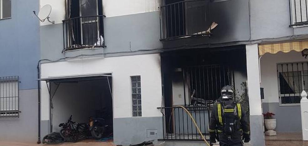 Una familia, atendida por inhalación de humo en el incendio de su casa en Totana
