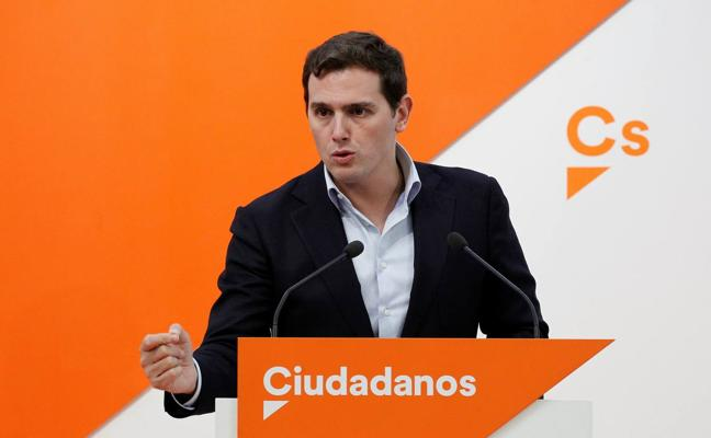 Rivera advierte a Rajoy de que si no cesa a Barreiro, «se congelará el acuerdo de investidura»
