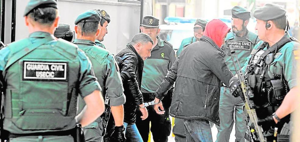 El fiscal reclama 432 años a la 'banda de encapuchados' que atemorizó a la Región