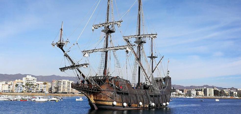 Un 'pedacito' de historia atraca en el puerto de Águilas