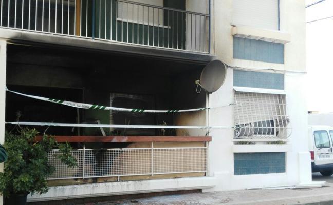 Una mujer, gravemente herida en el incendio de su vivienda en Águilas