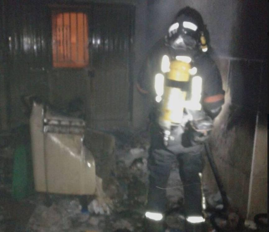 Arden cuatro contenedores en Los Dolores en dos horas