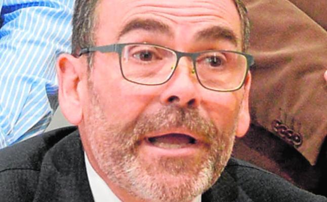 López acusa a la alcaldesa de estar «en el sillón para abusar de él»