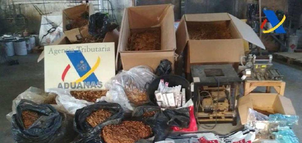 Aduanas descubre 300 kilos de tabaco de contrabando en una nave de Jumilla