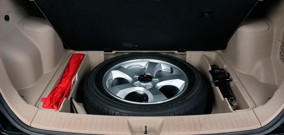 Los 18 objetos «imprescindibles» que tienes que llevar en tu coche según la DGT