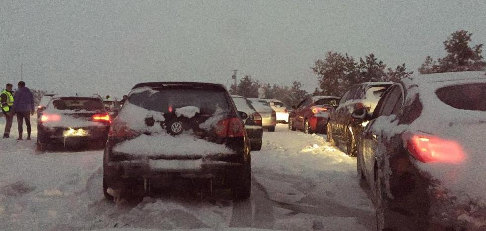 La DGT estudia que llevar el coche equipado para posibles nevadas sea obligatorio
