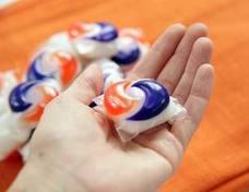 El nuevo reto absurdo en las redes sociales: comer bolas de detergente