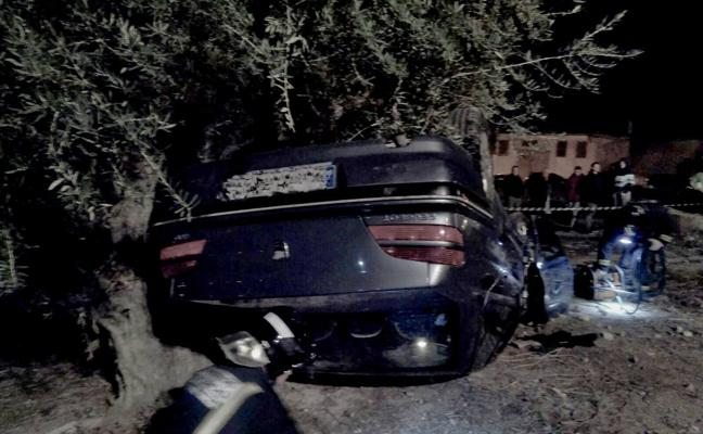Tres personas resultan heridas al volcar su coche en Cieza