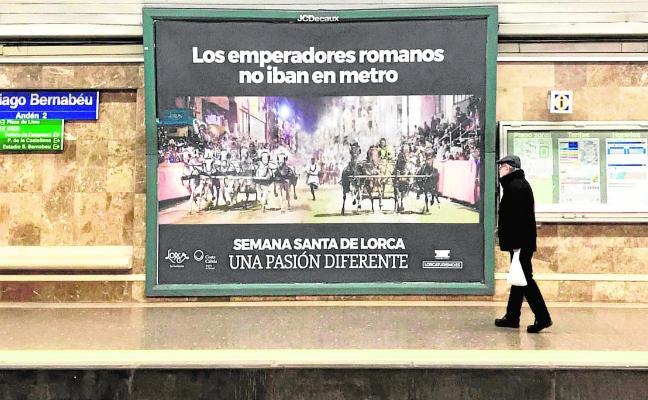 Cuadrigas y sigas al galope en el metro de Madrid invitan a descubrir la Semana Santa de Lorca