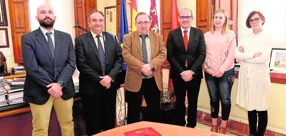Firman el convenio para la puesta en marcha de la sede permanente de la UMU en Aledo