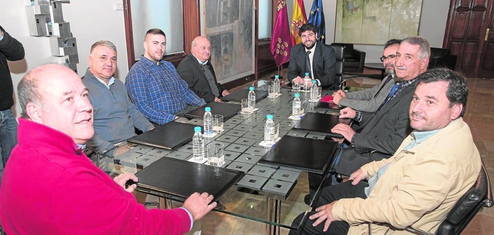 Primer contacto con los taxistas para el futuro servicio al aeropuerto de Corvera