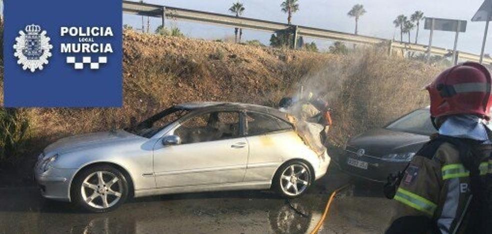 Arde un coche en el aparcamiento disuasorio de El Malecón