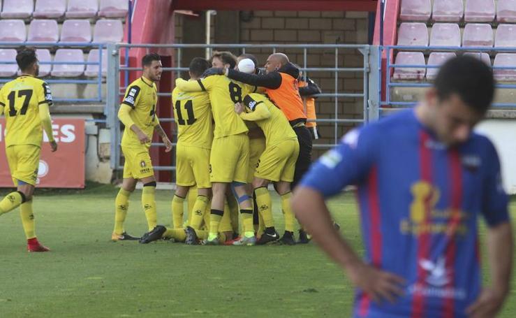 Hombrada del colista para derrotar al Extremadura (0-2)