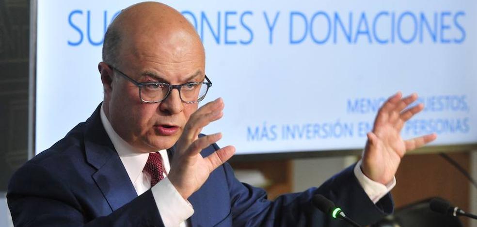 Carrillo: «La bajada del IRPF llevará algún tiempo»
