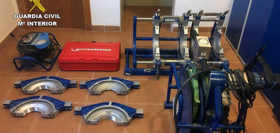 Cinco detenidos por robar en un almacén de fontanería en El Beal
