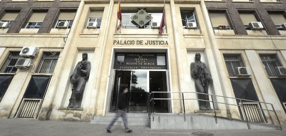 Piden 4 años de cárcel para el portero de un local acusado de romper la mandíbula a un cliente