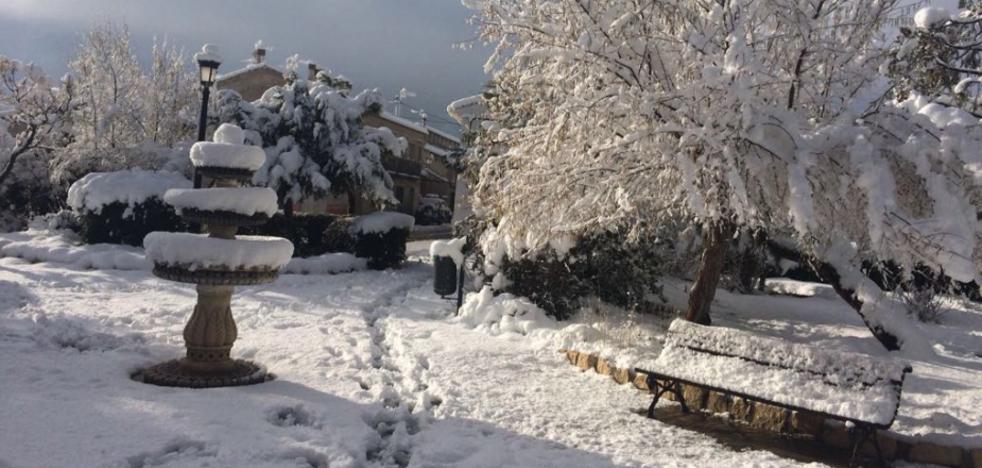 La nieve cubre las zonas altas de la Región y causa problemas en varias carreteras