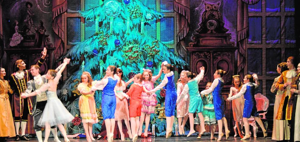 El ballet ruso interpreta 'El Cascanueces' con medio centenar de bailarinas lorquinas