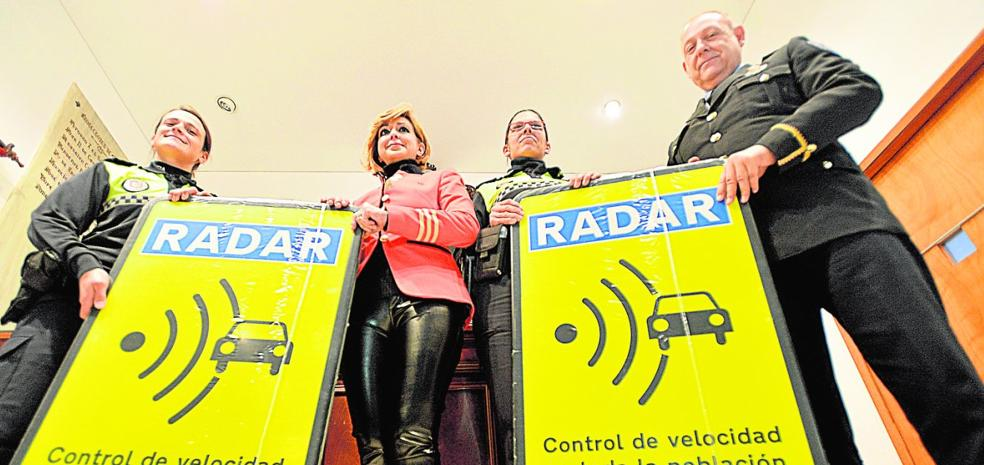 Un radar móvil refuerza la lucha contra los accidentes en carreteras municipales