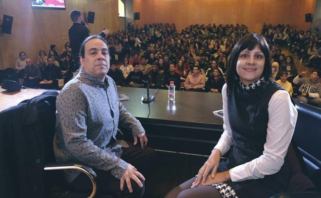 Méndez Guédez presenta su obra ante 600 estudiantes en la UPCT