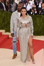 Kim Kardashian y Kanye West ya son padres de tres hijos