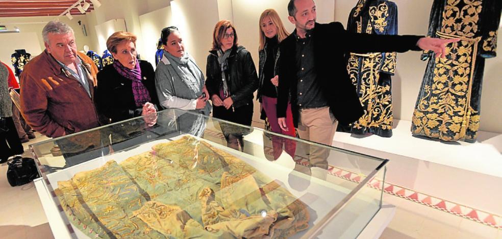 El Mass acoge una exposición sobre las túnicas de mayordomo