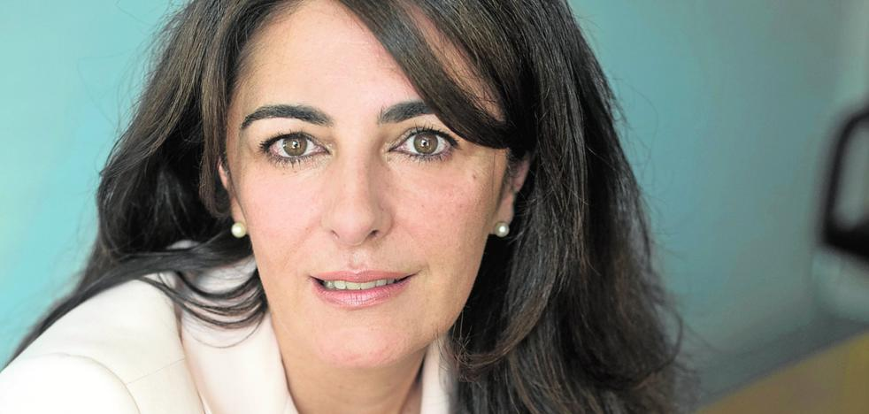 Almudena Martínez-Fornés: «Hay sectores que apenas conocen al Rey»