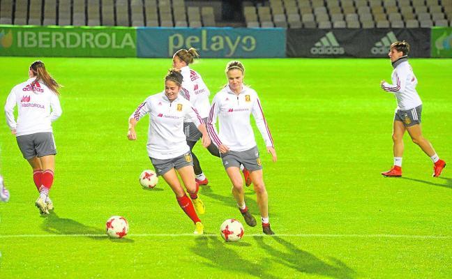 La selección femenina se ejercita en el Cartagonova