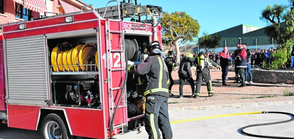 Los alumnos aprenden a reaccionar ante un incendio en Mazarrón