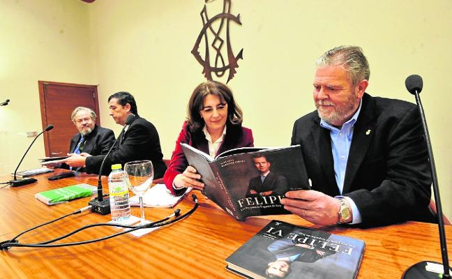Martínez-Fornés 'presenta' al Rey en el casino