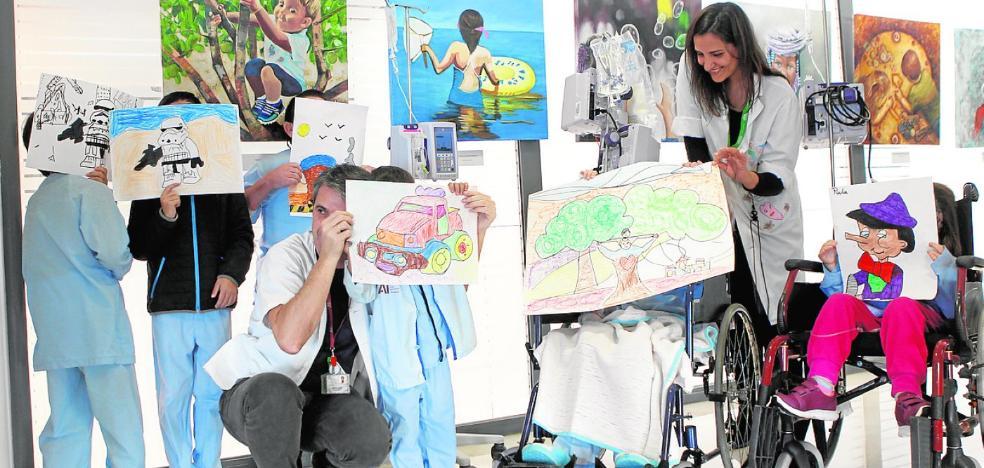 La Arrixaca se llena de arte en homenaje a los niños
