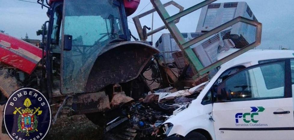 Muere la mujer que chocó contra un tractor en Cartagena