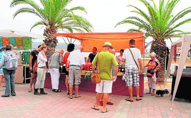 El Mercado Artesano vuelve este sábado al paseo de Mazarrón