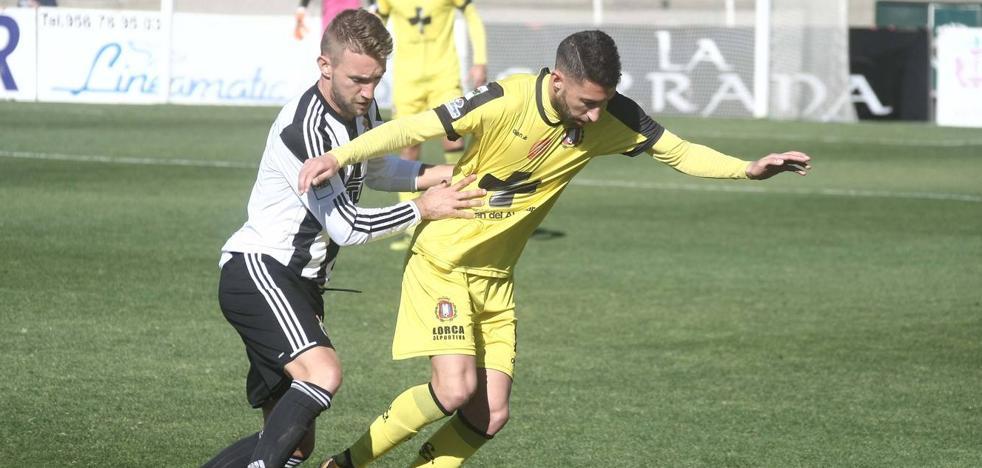 La buena racha de los lorquinos se queda en La Línea (2-0)