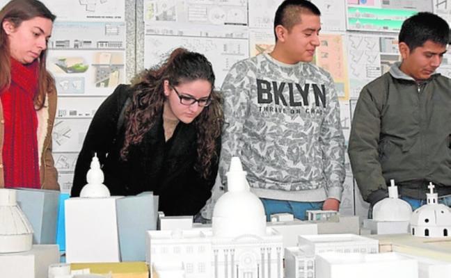 Alumnos de Arquitectura 'remodelan' la plaza Serreta