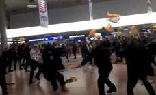 Batalla campal entre pasajeros turcos y manifestantes kurdos en el aeropuerto de Hanóver