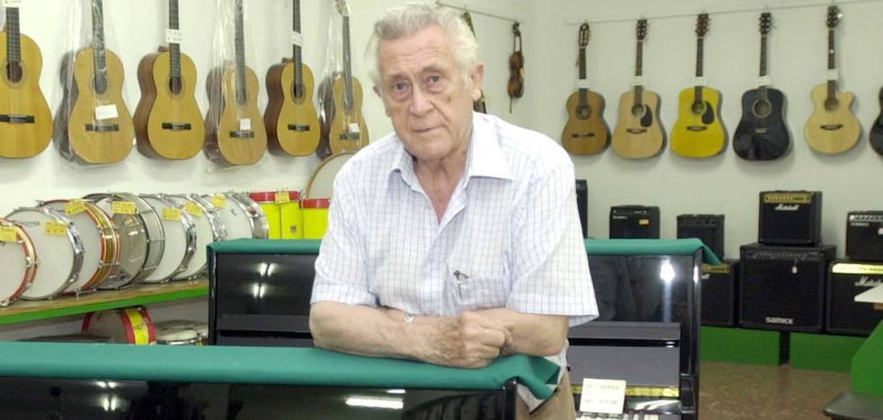 Fallece Adrián Massotti Littel, el conocido dueño de la tienda Ritmo