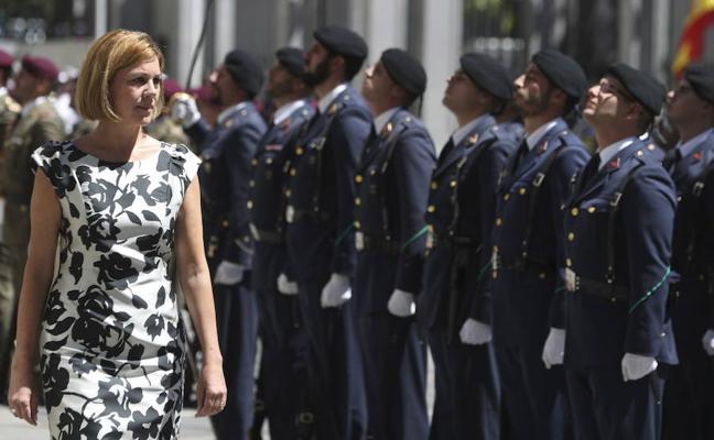 Cospedal preside el aniversario del primer lanzamiento paracaidista en Alcantarilla