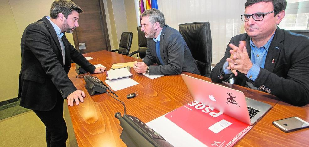 PSOE y Podemos extienden la acusación de clientelismo al resto de la Región