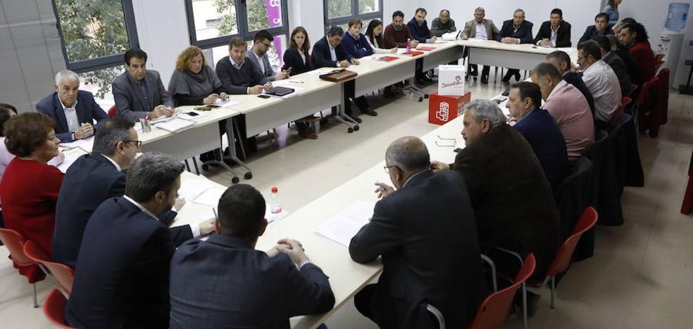 El PSOE convoca a todo el sector agro y baraja suavizar parte de la ley del Mar Menor
