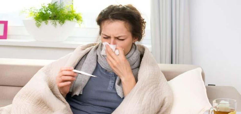 ¿Caes malo por salir con el pelo mojado? Este y otros mitos sobre la gripe y el resfriado