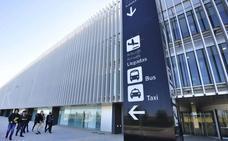 El aeropuerto tendrá dos líneas de autobús y una zona para que operen 80 taxis