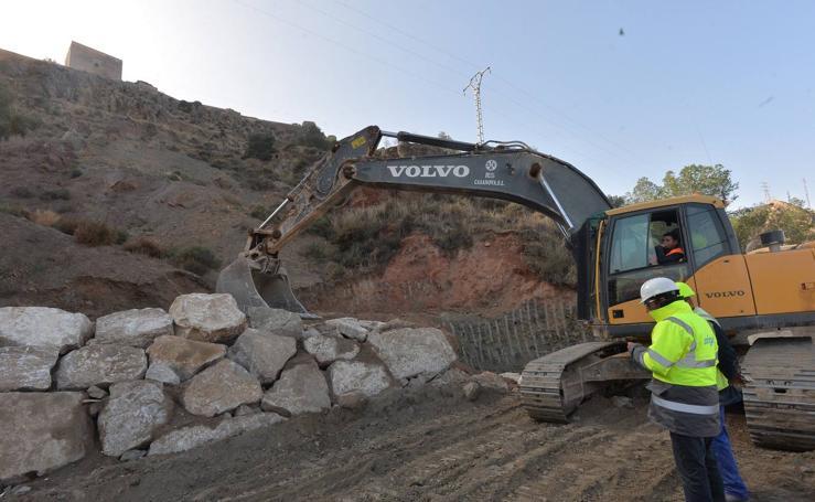 Comienzan las obras para evitar desprendimientos en el castillo de Lorca
