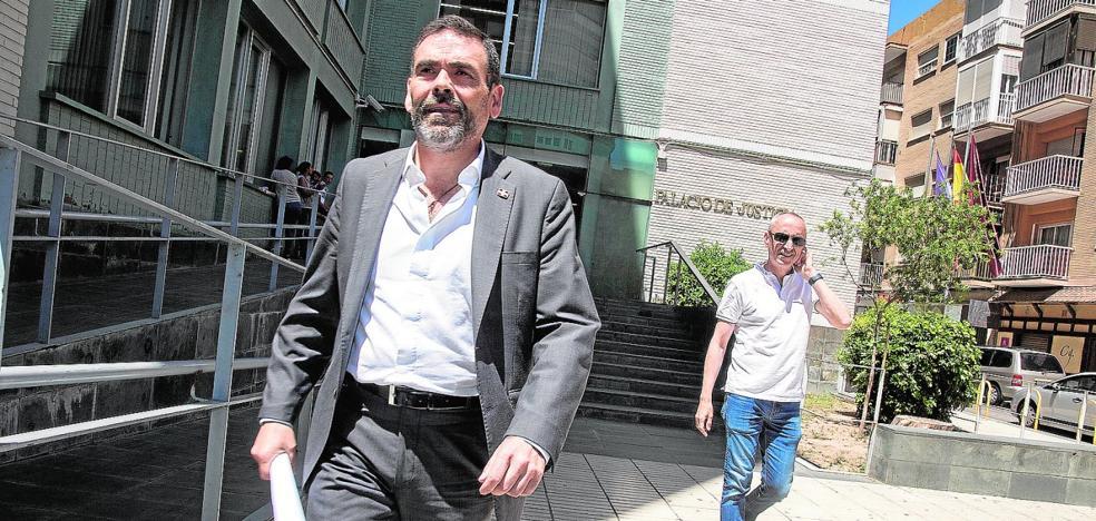 El juez ve delito en la compra del antiguo Hotel Peninsular, pero exculpa a López
