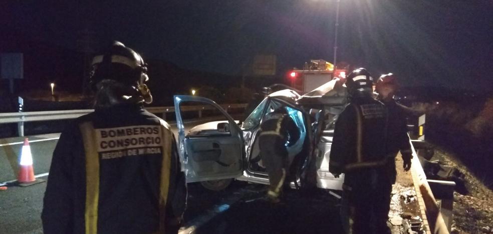 Fallece el conductor de un turismo al chocar contra un camión en Cieza