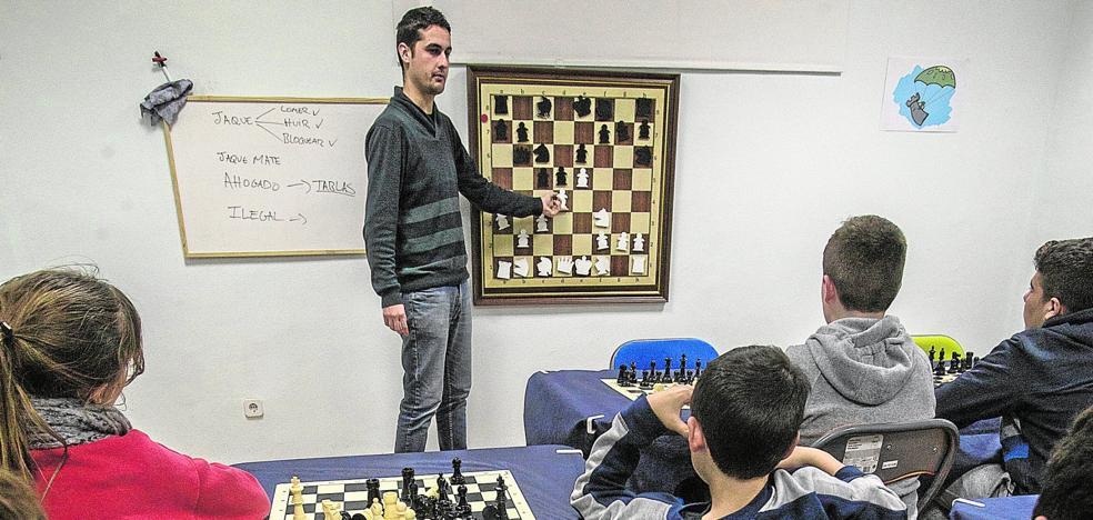 El ajedrez sale del barrio y llega a toda la comarca