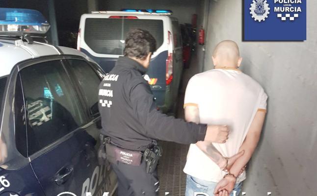 Un detenido en una riña entre las aficiones antes del derbi